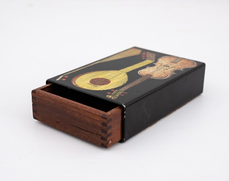 small Fornasetti guitars and zithers box-3details-small-fornasetti-guitars-and-zithers-box6-main-637200484745819678.jpg