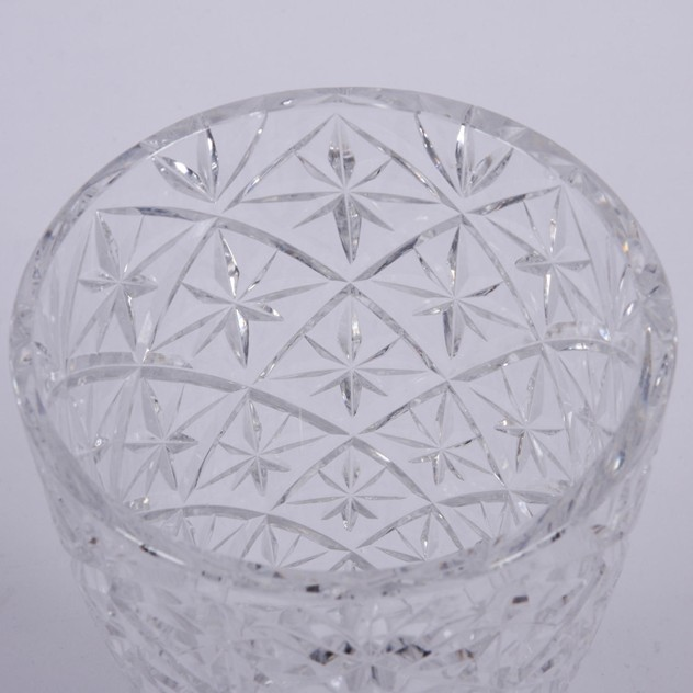 Cut Glass Crystal Vase with Star Design -747eaadd-f5eb-4d18-8bfb-c96392f98f77.jpg