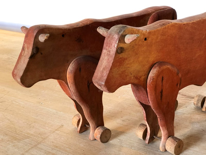 A Pair of French naive hand made Bulls - 1890-appley-hoare-pairbulls-main-637107363162047082.jpg