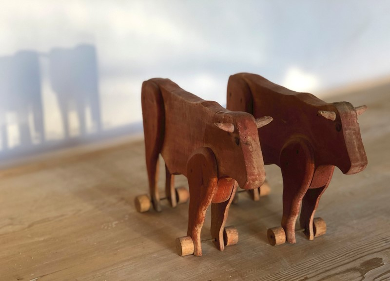 A Pair of French naive hand made Bulls - 1890-appley-hoare-pairbulls1-main-637107363620962132.jpg