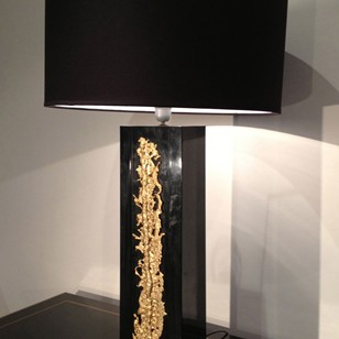 Elegant black lacquered lamp with bronze element