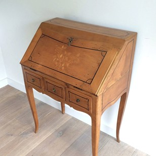 Nice Walnut Folding Desk. French. End of 18th c