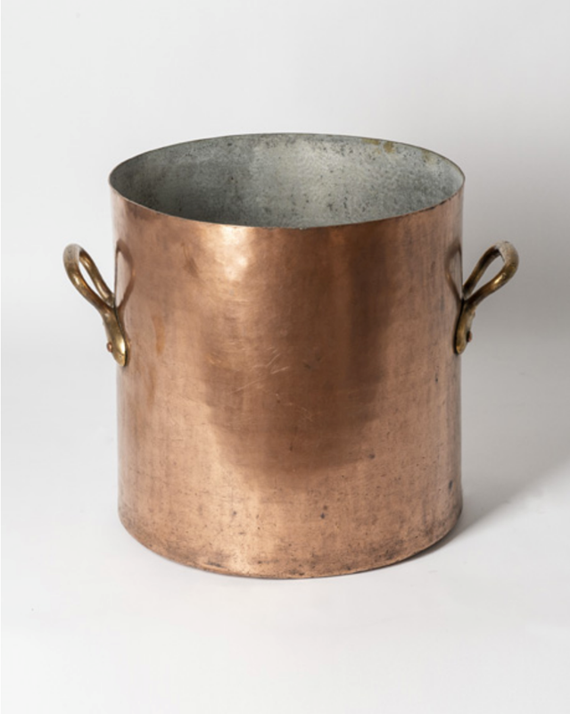 Large antique copper pot with handles-bibliotheca-culinaria-screenshot-2019-10-28-135906-main-637078680269131916.png