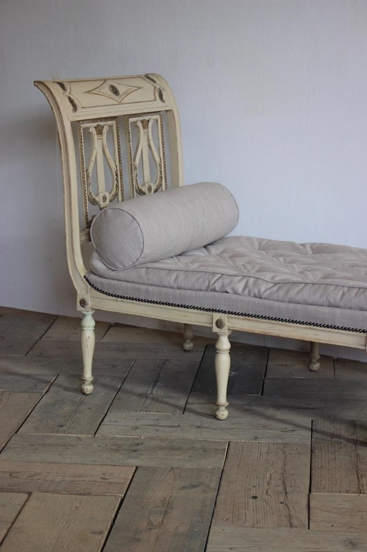 A circa 1900 French painted daybed -brownrigg-product26-12oct-2141-E1-main-636752017054664266.jpeg