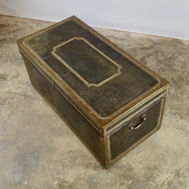 Regency Leather Bound Trunk-claire-langley-antiques-dsc-0347-main-637242883592776493.jpg