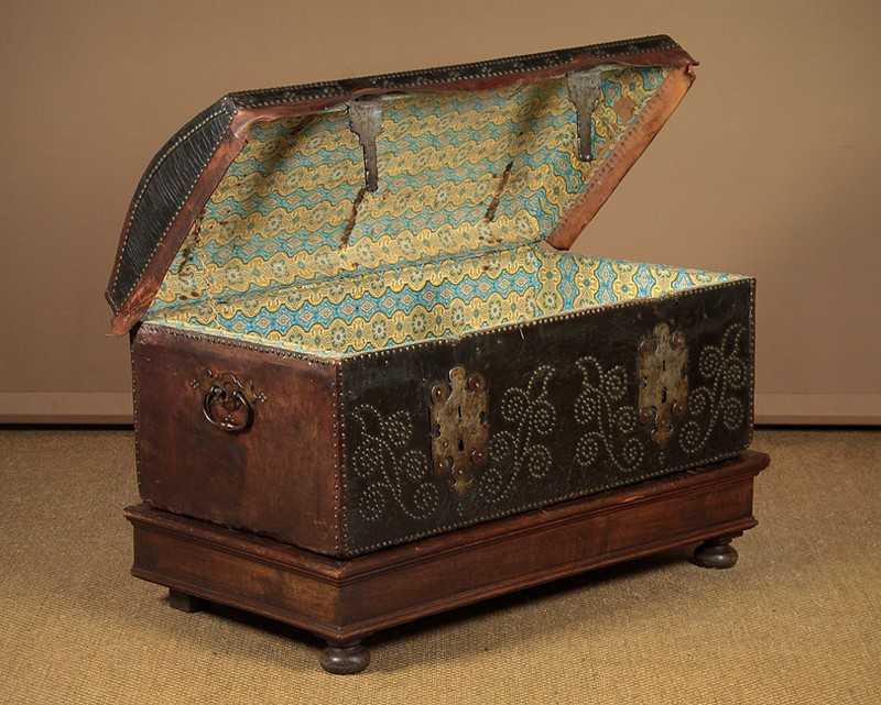 19th.c. Leather Bound Trunk on Stand.-collinge-antiques-img-4583-main-637321624911225418.jpg