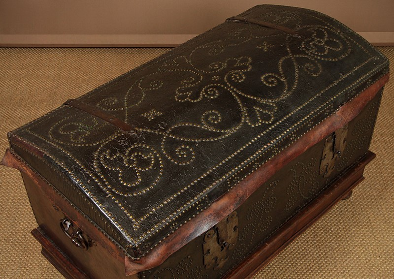 19th.c. Leather Bound Trunk on Stand.-collinge-antiques-img-4590-main-637321624917476174.jpg