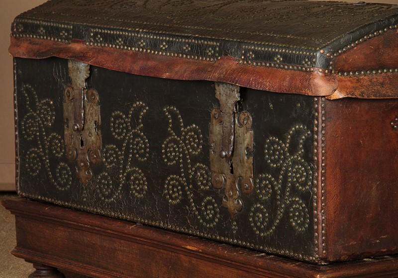 19th.c. Leather Bound Trunk on Stand.-collinge-antiques-img-4593-main-637321624923100558.jpg
