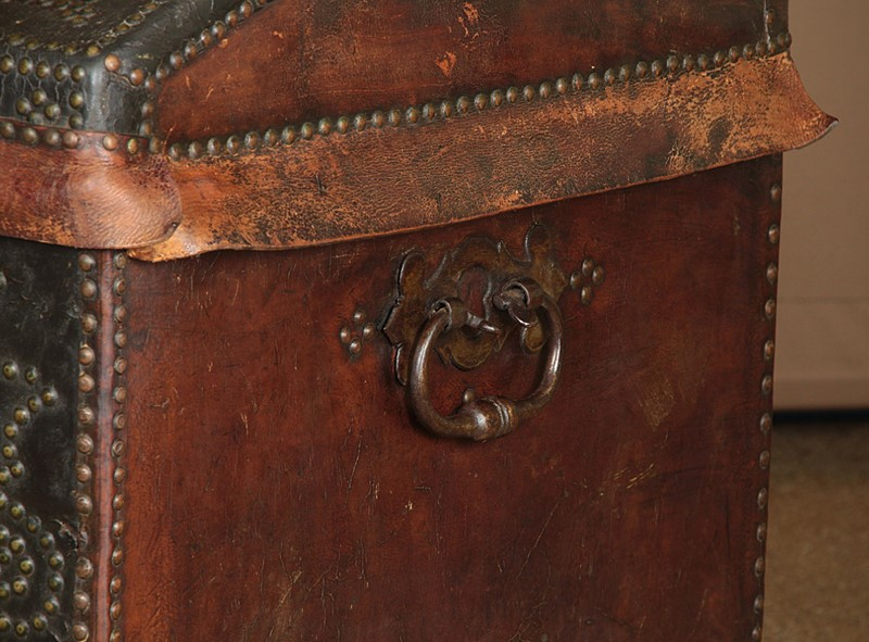 19th.c. Leather Bound Trunk on Stand.-collinge-antiques-img-4594-main-637321624929038055.jpg
