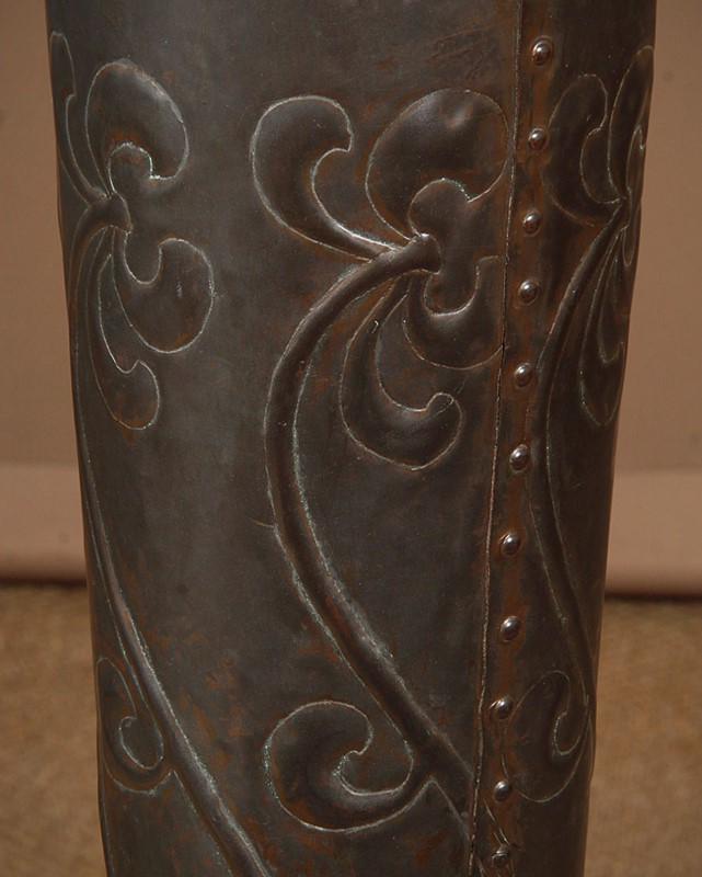 Large Arts & Crafts Copper Floor Vase.-collinge-antiques-img-9112-main-637410611563591488.jpg