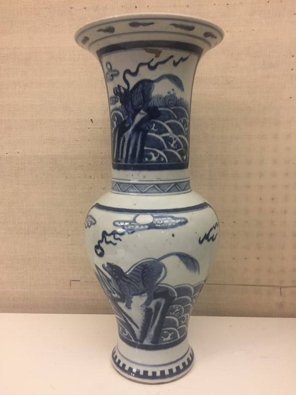 Chinese Blue and White Vase-david-robinson-antiques-bw-vase1-main-636899672494227733.JPG