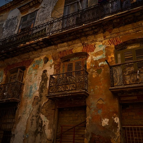 Crumbling cuban architecture