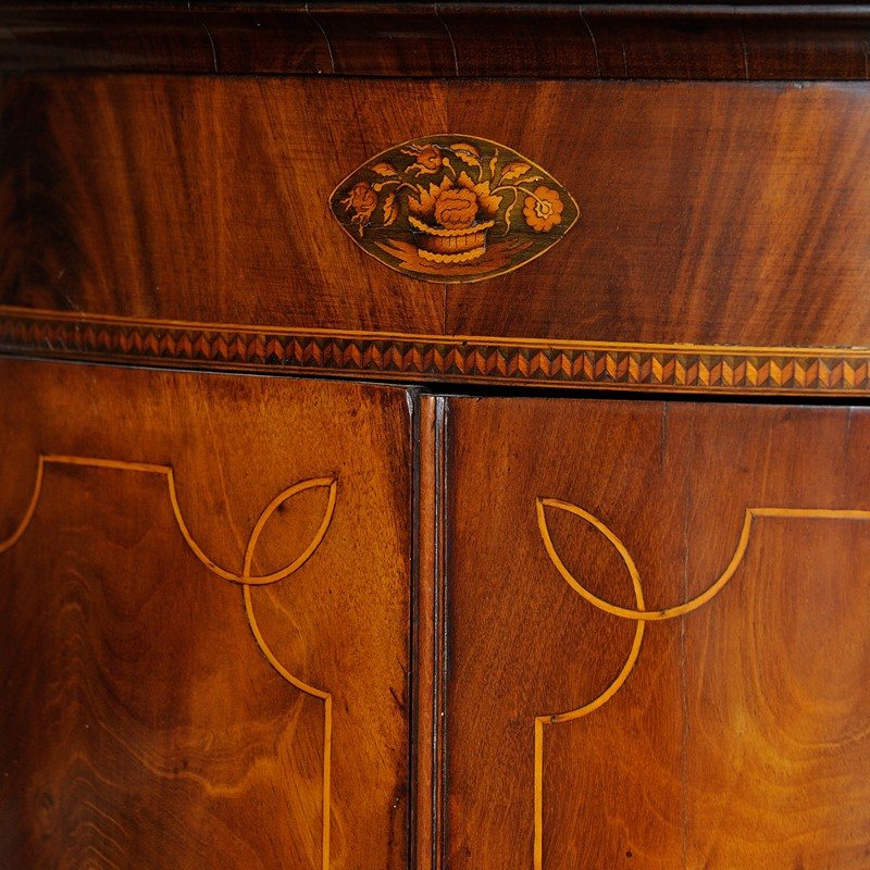 English George III Bow Corner Cupboard-decorator-source-kfyitijkkyfukyu-main-637196953450052497.jpg