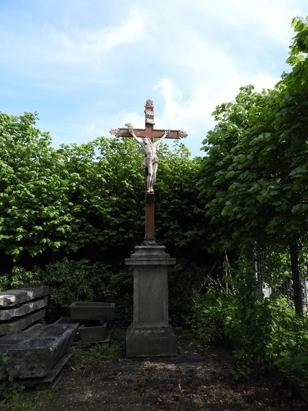 Cast iron Christ on stone pedestal-deknock-dscn5485-main-636924105620477643.JPG