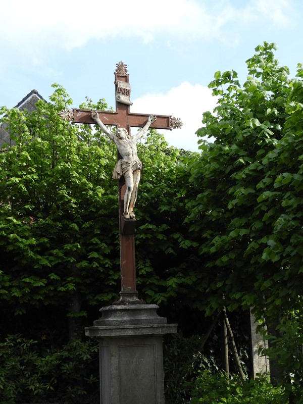 Cast iron Christ on stone pedestal-deknock-dscn5494-main-636924107813291143.JPG