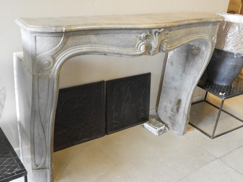 19th Century Louis 15 Fireplace Mantle -deknock-dscn6943-main-637203801148671398.JPG