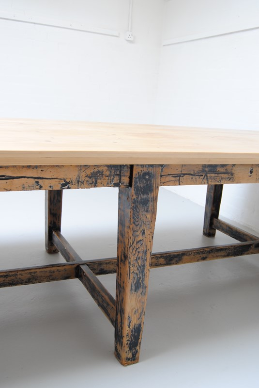 Large pine dining table-dj-green-antiques-80fda98e-7b5b-4445-9157-5d85340c4e36-main-636796400394956915.jpeg