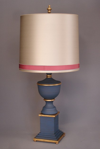 Bespoke classic ADAM FINIAL table lamp.-empel-collections-Urn finial lamp with cilinder shade_main.JPG