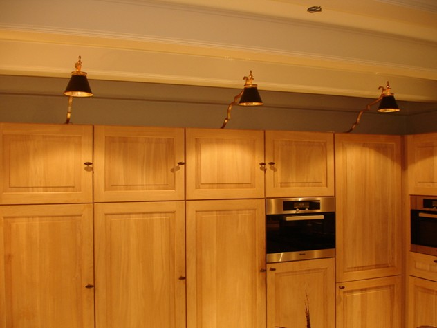 Bespoke over cabinet lighting-empel-collections-cabinet light._main.JPG