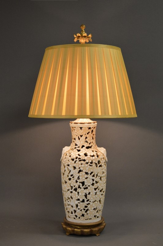 Chic American Mid century Chinoiserie lamp-empel-collections-single-vintage-fretwork-chinoiserie-table-lamp-005-main-637394084828574038.JPG