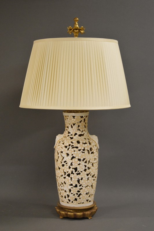 Chic American Mid century Chinoiserie lamp-empel-collections-single-vintage-fretwork-chinoiserie-table-lamp-main-637394084819667905.JPG