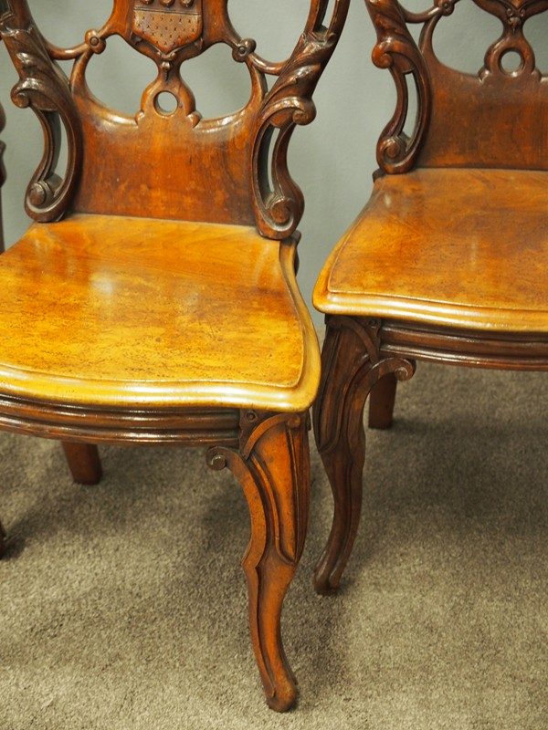 Set of 3 Victorian Mahogany Heraldic Hall Chairs-georgian-antiques-P6192010-main-636655996337694438.JPG