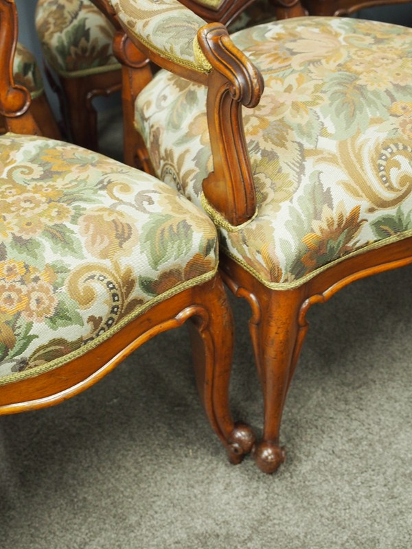 Set of 8 Carved Walnut Dining Chairs-georgian-antiques-P6250325-main-636661354984347559.JPG