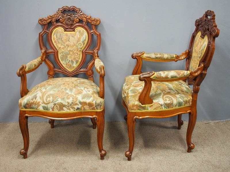 Set of 8 Carved Walnut Dining Chairs-georgian-antiques-P6250342-main-636661355295115495.JPG