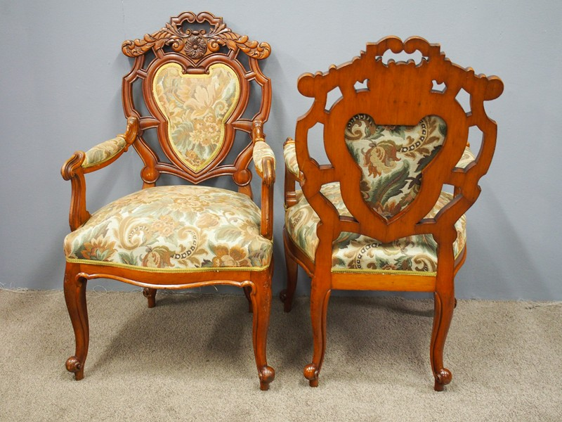 Set of 8 Carved Walnut Dining Chairs-georgian-antiques-P6250344-main-636661355601983231.JPG