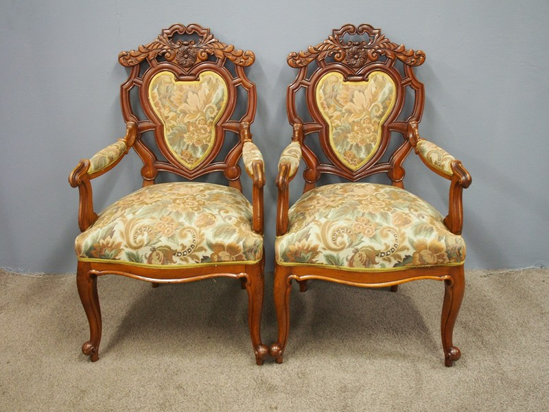 Set of 8 Carved Walnut Dining Chairs-georgian-antiques-P6250353-main-636661355927259911.JPG