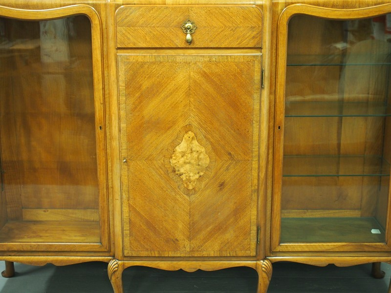 Walnut Display Cabinet by Whytock and Reid-georgian-antiques-p1017078-main-637085472491180245.JPG