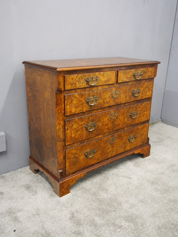 George III Figured Walnut Chest of Drawers-georgian-antiques-p9031606-main-637412377067611832.JPG