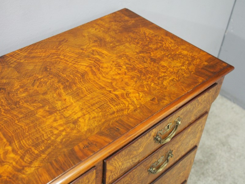 George III Figured Walnut Chest of Drawers-georgian-antiques-p9031612-main-637412377093705488.JPG