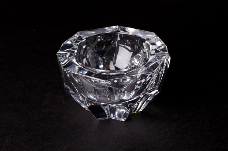 Baccarat Crystal Art glass Dish-house-of-hummingbird-80a101c4-e5d7-4e49-a6ec-7bedc3cb2e02-main-637456300429094702.jpeg