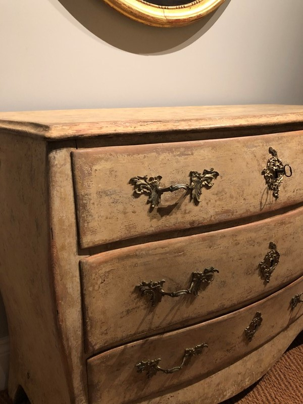 A Swedish Painted Chest-hugos-antiques-img-6432-main-637091460663926981.jpg