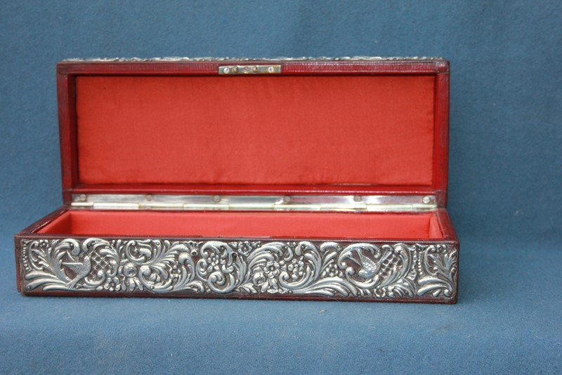 Silver jewellery box -inglis-hall-antiques-img-4436-main-637467491311159890-1.JPG