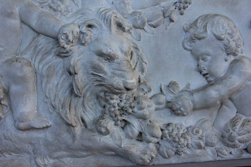 Plaster  plaque of cherubs and a lion-inglis-hall-antiques-img-4558-main-637469211362050121.JPG