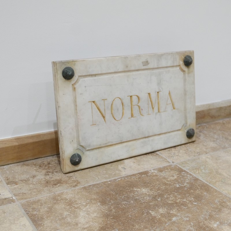 Marble Horse Name Plaques Bianca/Norma/Cobb-joseph-berry-interiors-img-4156-main-637100376225083777.JPG