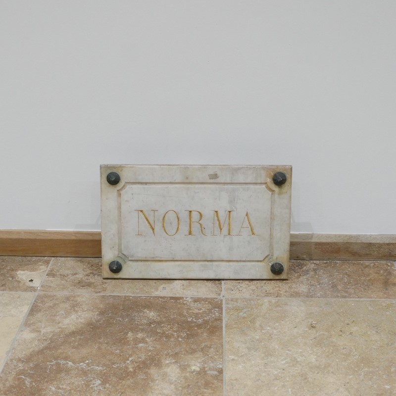 Marble Horse Name Plaques Bianca/Norma/Cobb-joseph-berry-interiors-img-4159-main-637100376243052456.JPG