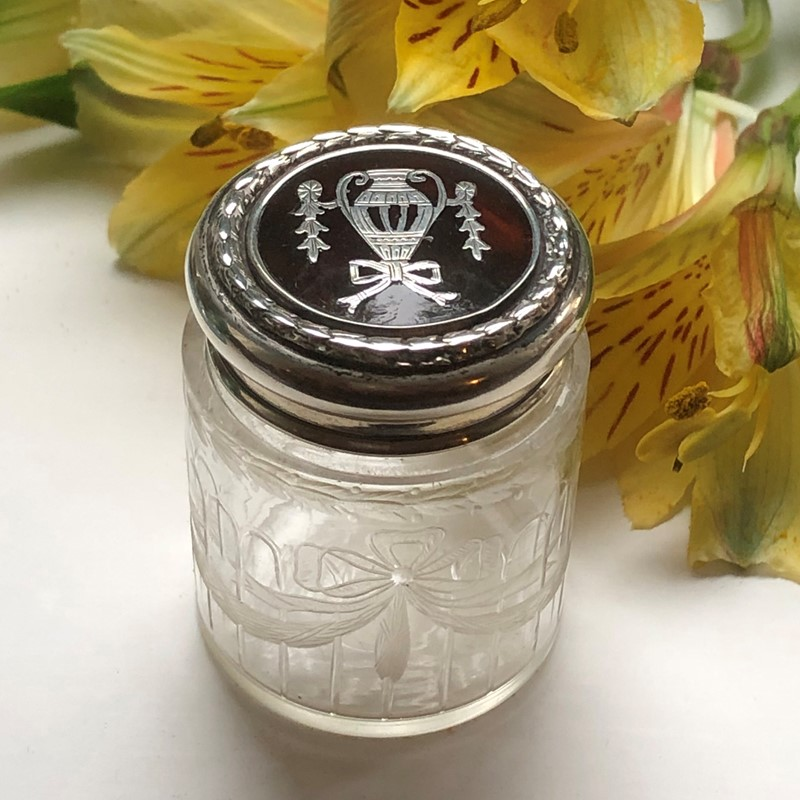 A Tortoiseshell & Glass Dressing Table Jar -linda-jackson-antique-silver-lj0014-1-main-637434784655750511.jpg