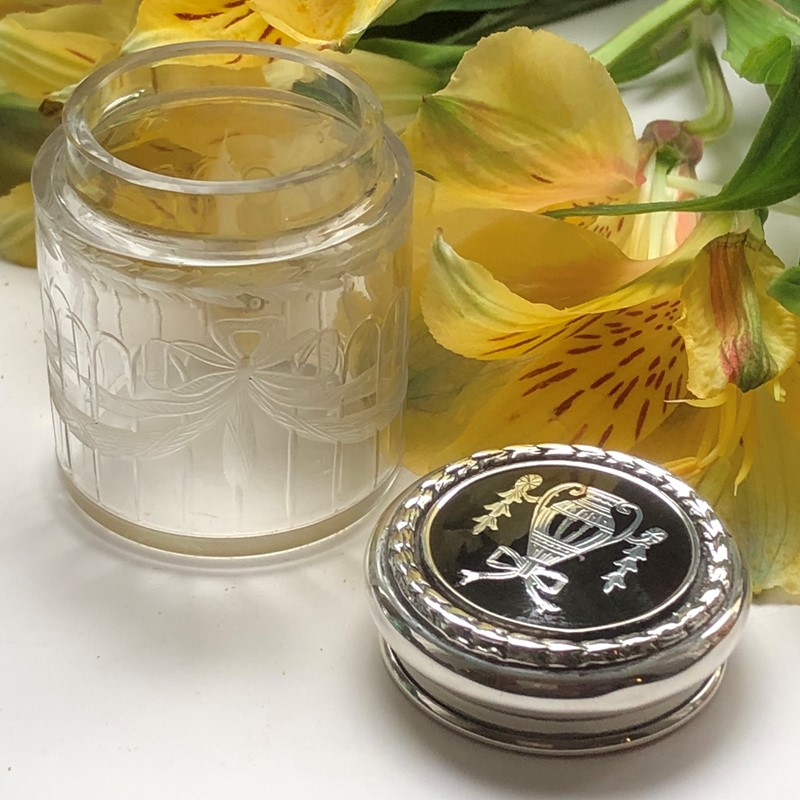 A Tortoiseshell & Glass Dressing Table Jar -linda-jackson-antique-silver-lj0014-4-main-637434786064699631.jpg
