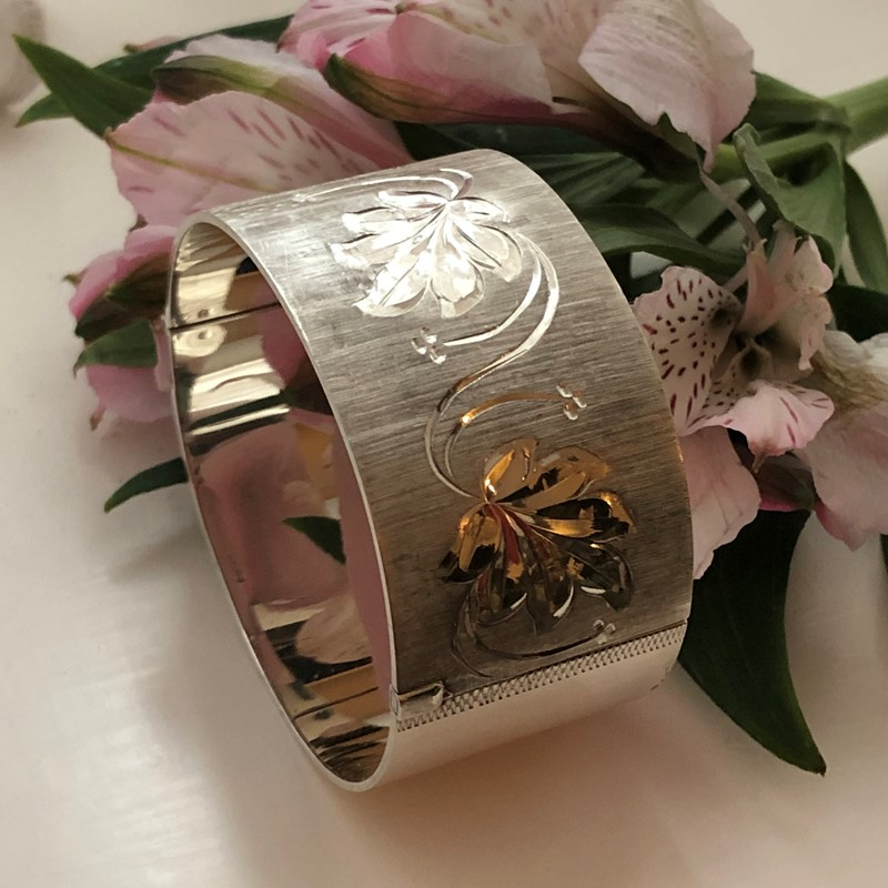 Vintage Sterling Silver Bangle With A Leaf Design -linda-jackson-antique-silver-lj0232-1-main-637453005730478438.jpg