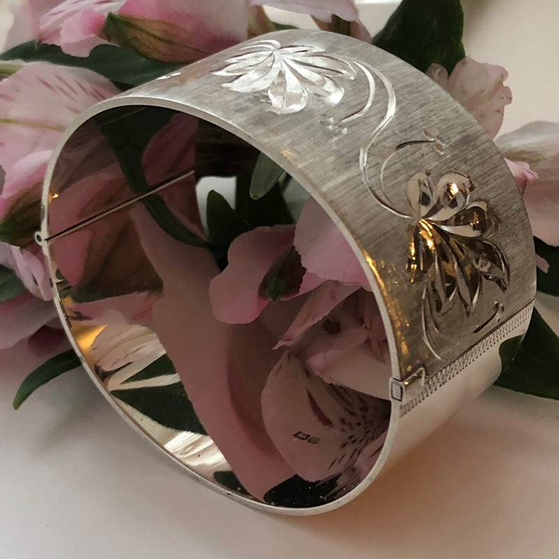 Vintage Sterling Silver Bangle With A Leaf Design -linda-jackson-antique-silver-lj0232-3-main-637453005990947680.jpg