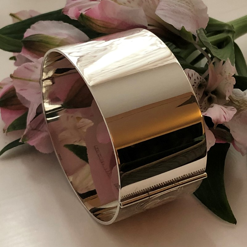 Vintage Sterling Silver Bangle With A Leaf Design -linda-jackson-antique-silver-lj0232-6-main-637453006217665104.jpg