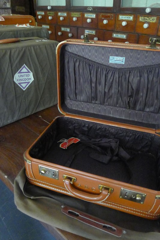 Early 20th Century matching leather luggage.-loran-co-luggage-1-main-637008995515362858.jpg