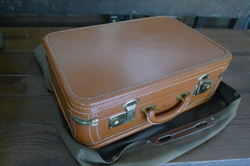 Early 20th Century matching leather luggage.-loran-co-luggage-2-main-637008995533487289.jpg
