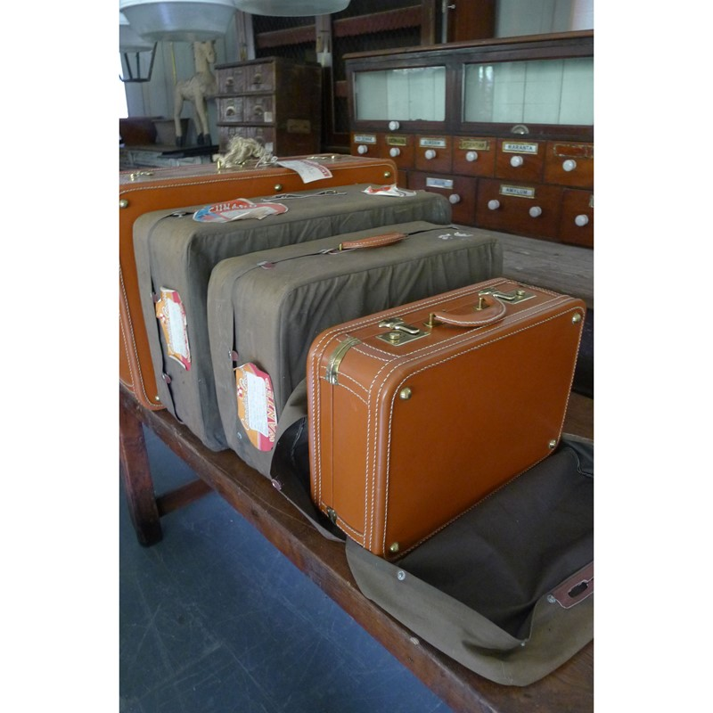 Early 20th Century matching leather luggage.-loran-co-luggage-5-edited-1-main-637008995550987258.jpg