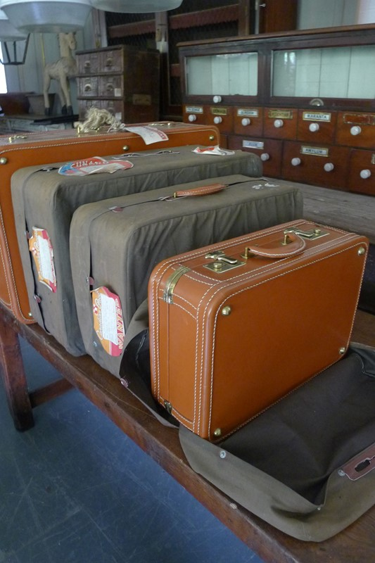 Early 20th Century matching leather luggage.-loran-co-luggage-5-main-637008995575674025.jpg