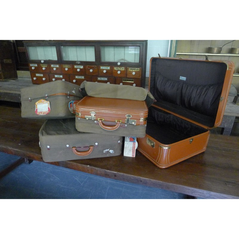 Early 20th Century matching leather luggage.-loran-co-luggage-8-main-637008994862862451.jpg