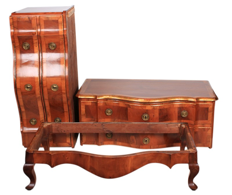 Continental Walnut Serpentine Shaped Commode Chest-lt-antiques-IMG_8980-main-636609529868875144.JPG